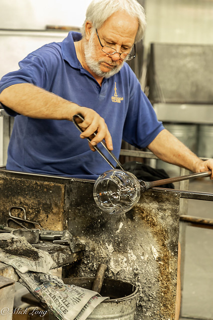 THE ART OF THE GLASSBLOWER