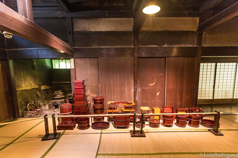 Ejemplos de lacado de Kakunodate en la cocina de la residencia