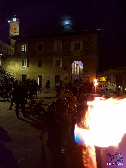 13.000 velas iluminan el Casco Viejo de Vitoria Gasteiz en la Noche de las Velas  (4)