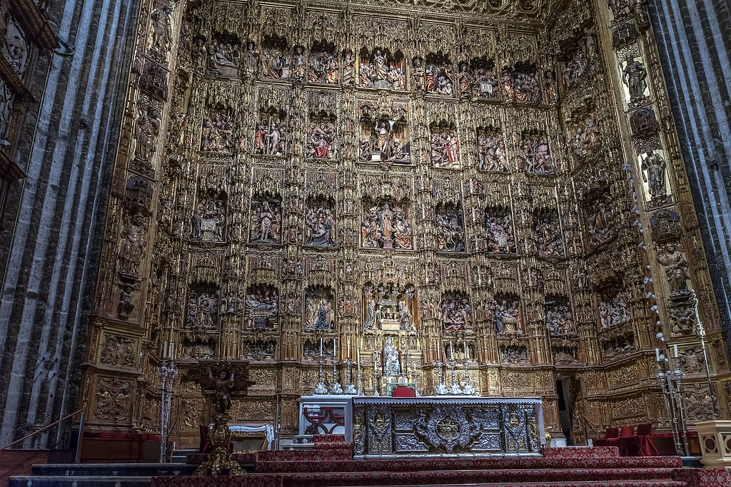 1920px-Seville_-_Cathedrale_-_Retable