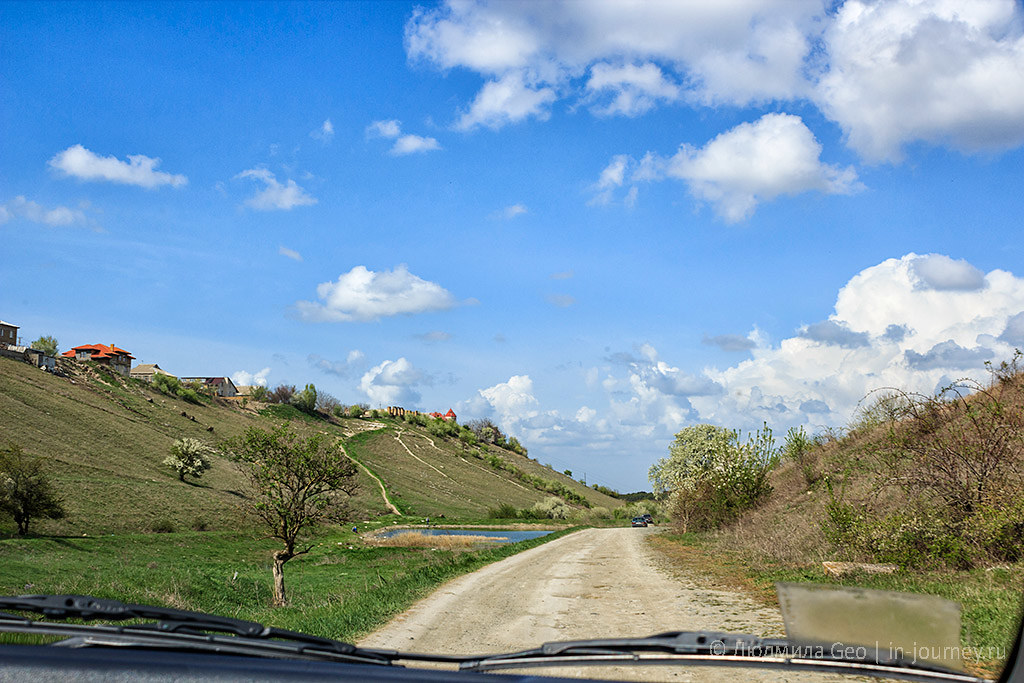 дорога в окрестностях Симферополя