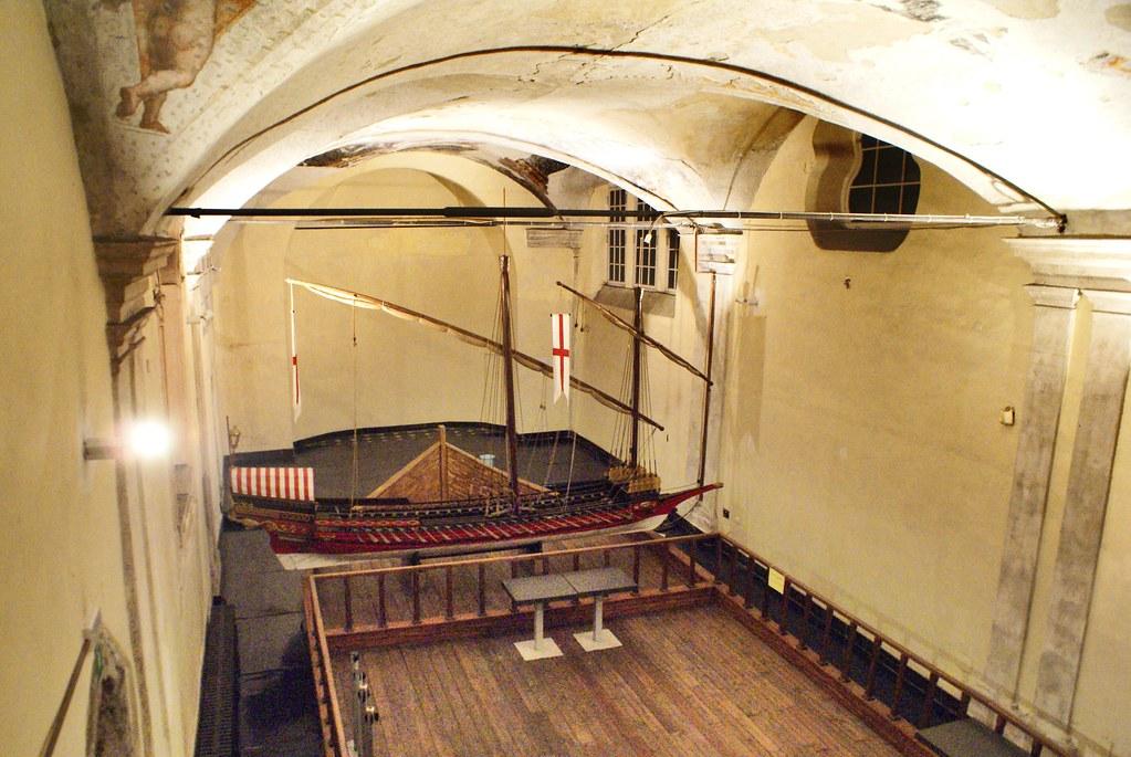 Modèle réduit de galère dans le musée de la Commenda di San Giovanni di Pré à Gènes.