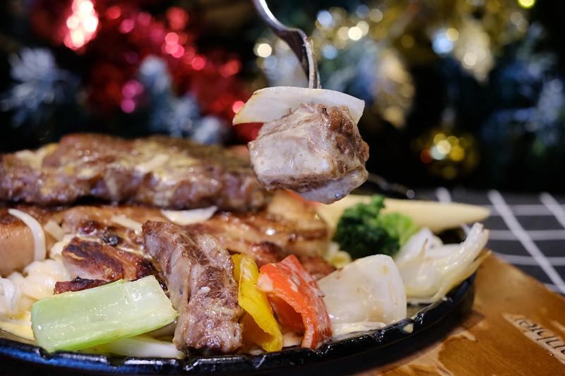 台中北區牛排推薦,台中崇德路美食,台中美食,台中聖誕套餐 @強生與小吠的Hyper人蔘~