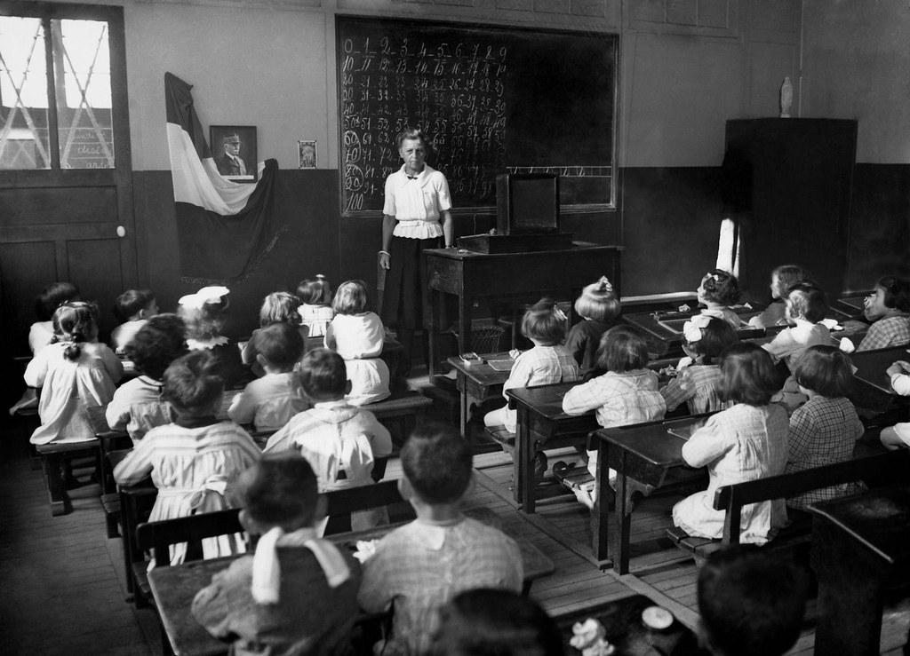1943. Класс в государственной школе. Париж