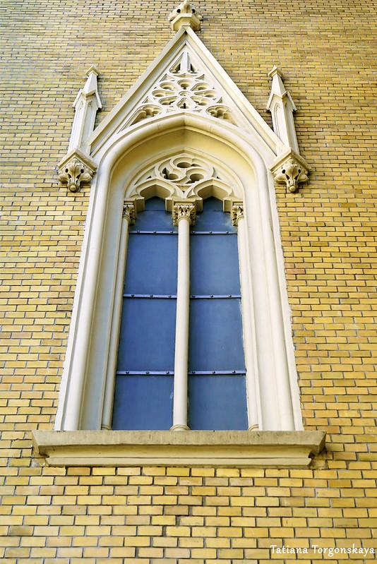 Окно на центральном фасаде
