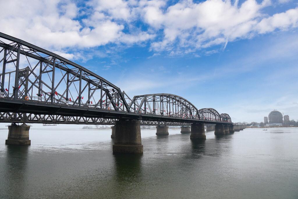 【中國東北丹東】鴨綠江風景區 中朝邊界 河的另一邊北韓 鴨綠江遊船 鴨綠江斷橋 朝鮮歌舞劇