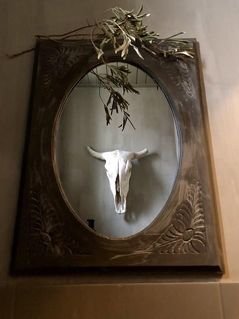 Houten spiegel toilet gewei kalkverf