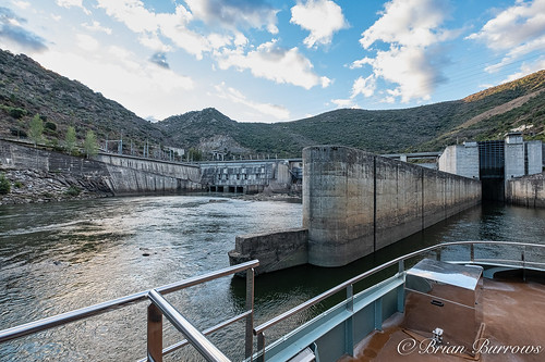 Entering the Valeira Dam Lock