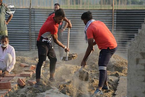 Devotees pitting Langar