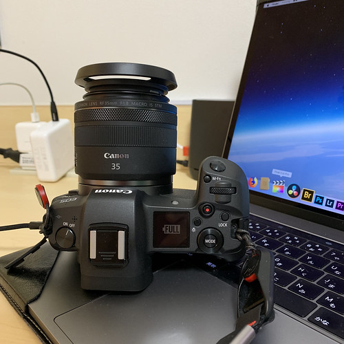 EOS R with USB-C Charge_01
