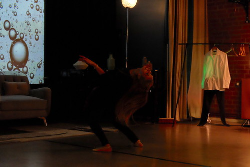 Far Away – Koreografi: Khaled Abd Alraheem Dansare: Mariam Al-Hassan