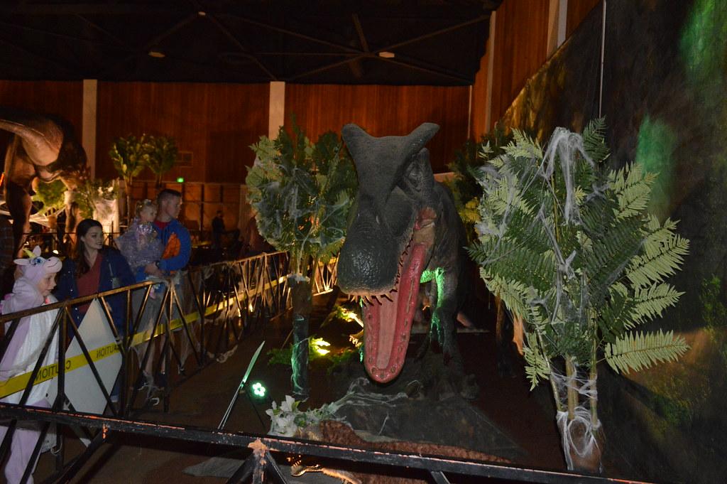 Baryonyx photos by Carl klitzke shot at Jurassic Quest at