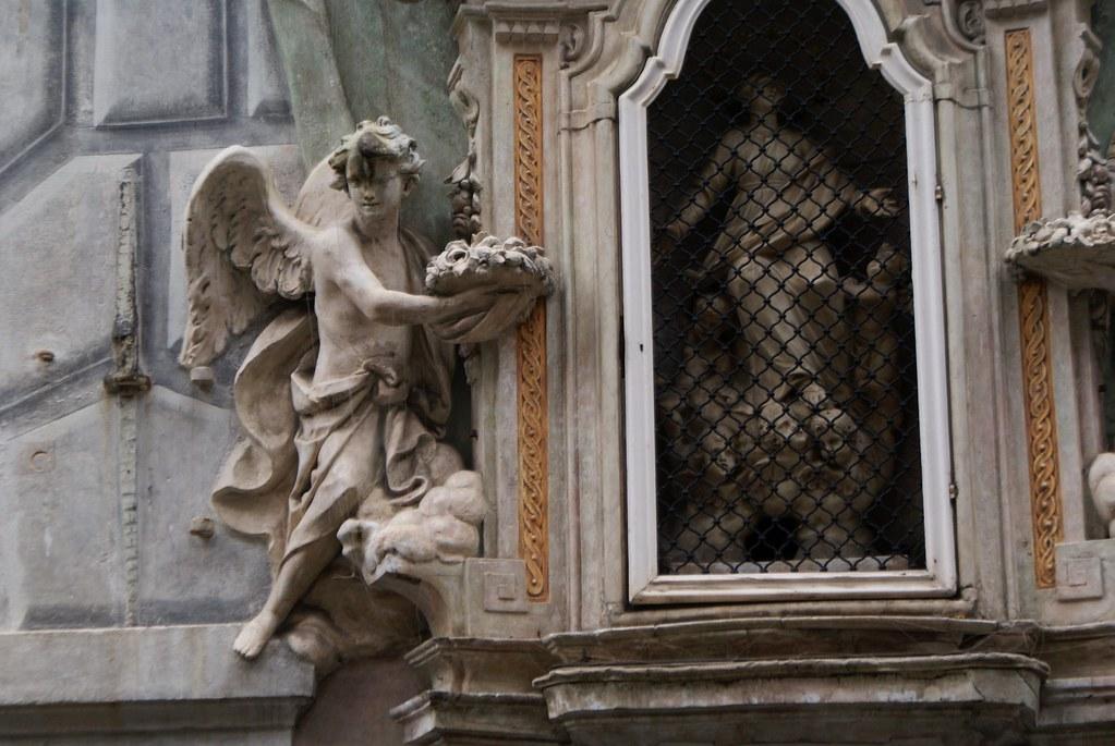 Détails de superbe statue baroque à Gènes.