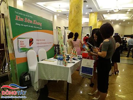 Hướng dẫn khách hàng về sản phẩm Kim Đởm Khang
