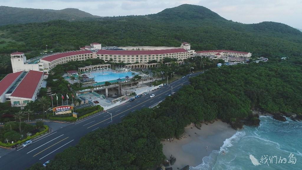 984-2-5飯店、民宿、賽車場、餐廳,從吃、住到玩,各種觀光及休閒設施紛紛進駐墾丁。