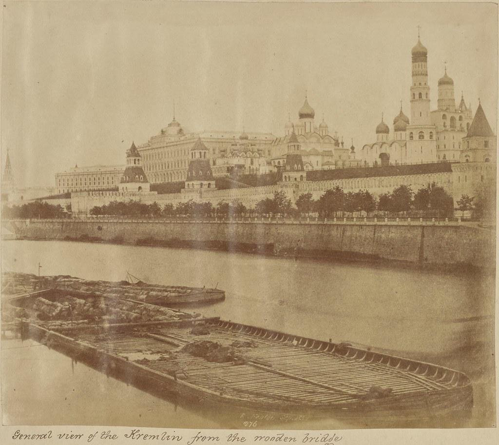 Москва. Общий вид Кремля с деревянного моста