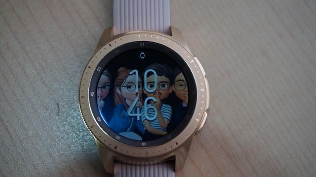 Wallpaper Galaxy Watch  bisa dikustom dengan foto di galeri (Liputan6.com/ Agustin Setyo W)