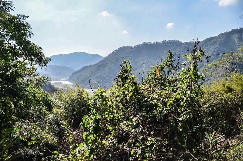 象鼻古道觀護所俯瞰士林壩,遠方為大克山