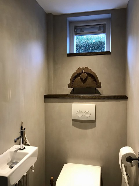 Plank boven toilet ornament landelijk sober