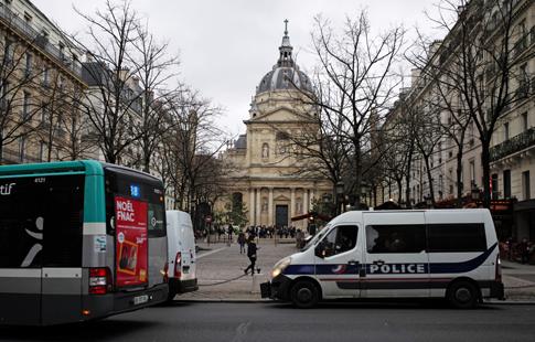 18l06 Sorbonne Seine_0049 variante Uti 485