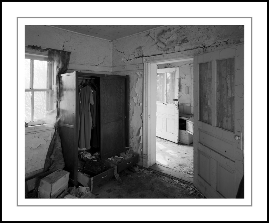 Armoire | Rollei RPX-25, 4