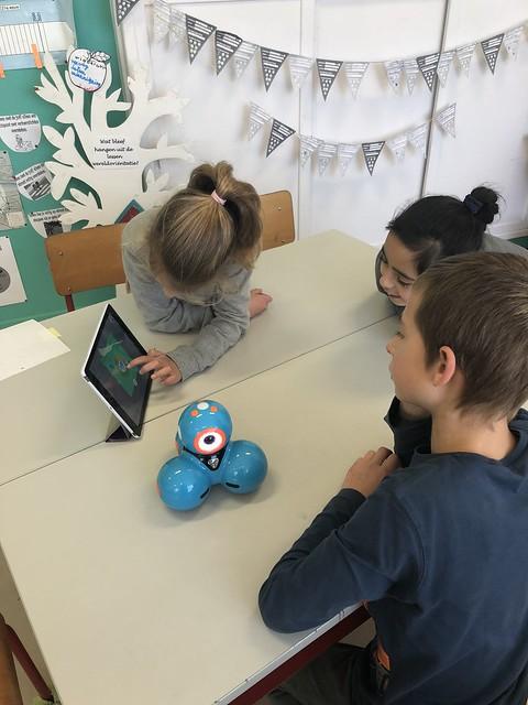 STE(A)M in L3: programmeren met Dash en ontdekking van de littleBits