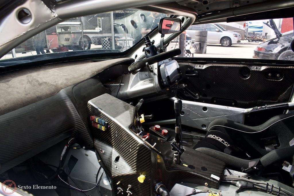 cockpit-nissan-skyline-supergt