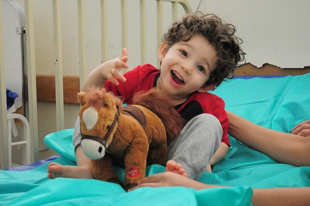 Brinquedos transformam o Natal de crianças internadas