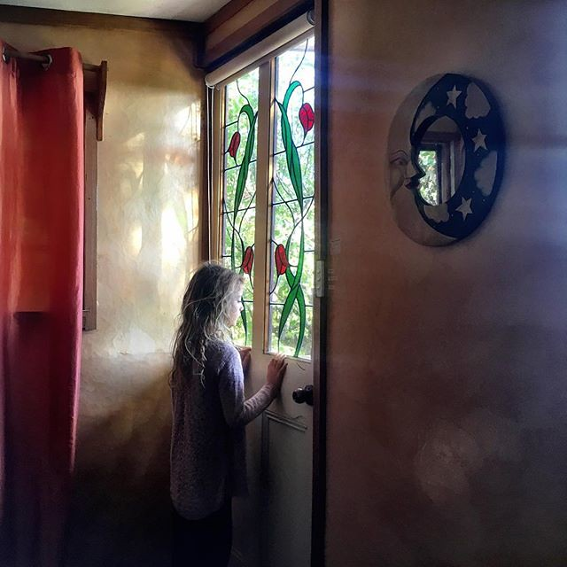 015/365 • first morning in our cubby house - we all went to bed early as the light faded - feels like we are moving closer to getting back aboard Bella Luna • . . #goodmorning #8yo #Summer2019 #airbnb #gypsies #mtstuart #improvising #bellalunaboat #glampi