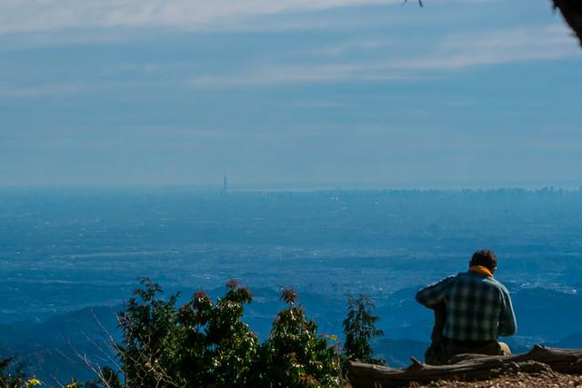休憩する登山者@大持山の肩