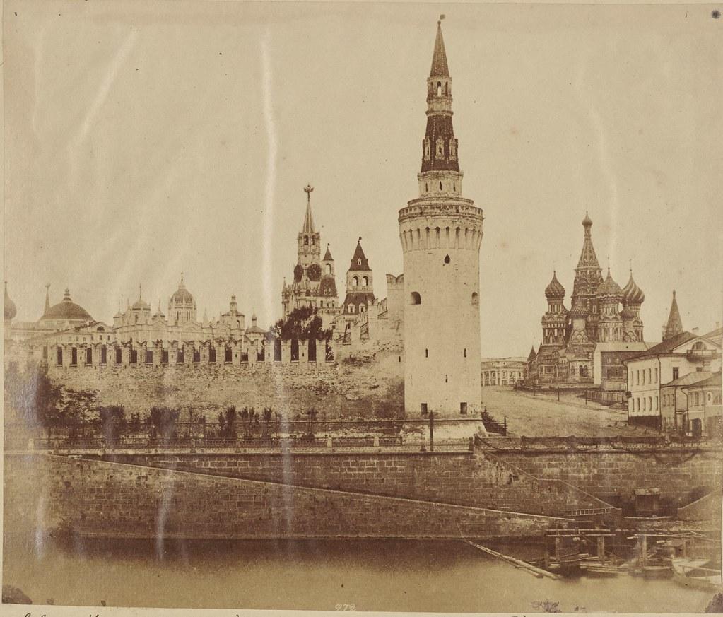 Москва. Юго-восточный угол Кремля и Собор Василия Блаженного
