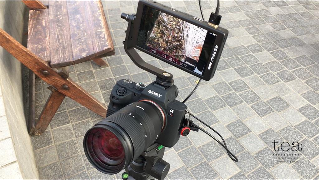 外部液晶モニターFeelworld Master MA6をカメラに取り付けた様子