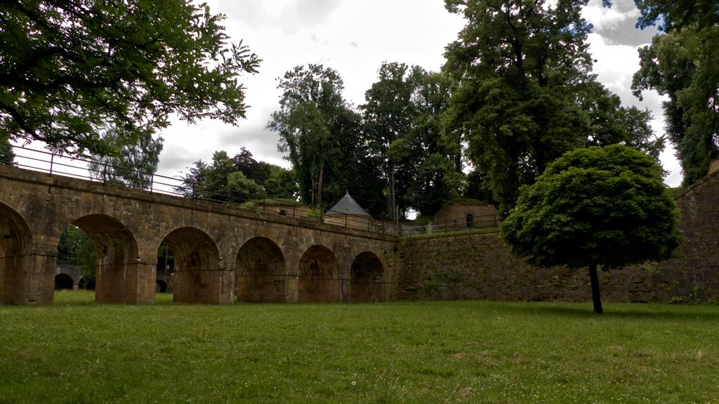 Im Graben zwischen Porte de France und Ravelin