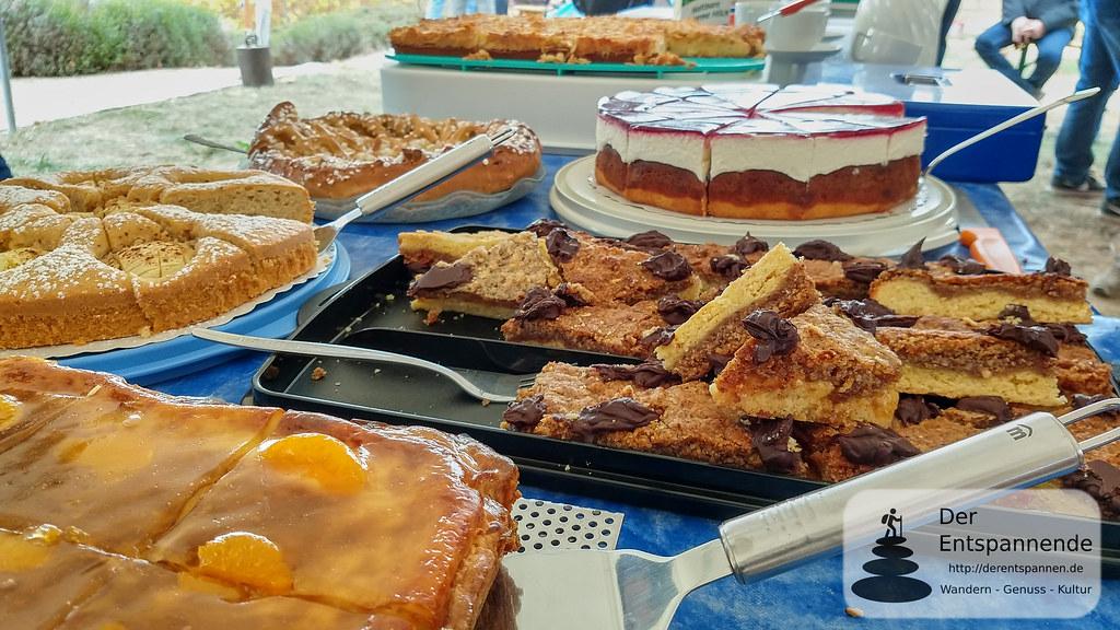 Kuchen und Nussecken am Place de Josefine