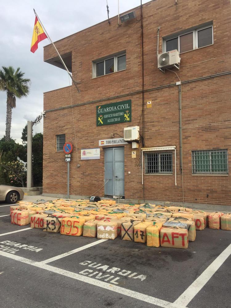 La Guardia Civil interviene más de 3 toneladas de hachís en una embarcación