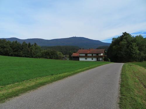 20170928 01 394 ostbay Berg Herbst Wald Wiese Türme Haus