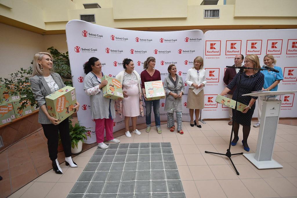 Mamicile gravide de la spital au primit cutii Primul Zambet_