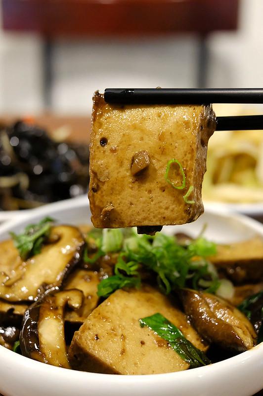 京澄創意麵食 | 台中大里中興路好吃麵店,把義大利麵的靈魂融入中式麵點~無辣不歡必點麻辣牛肉麵!份量多是小家庭和學生最愛~ @強生與小吠的Hyper人蔘~