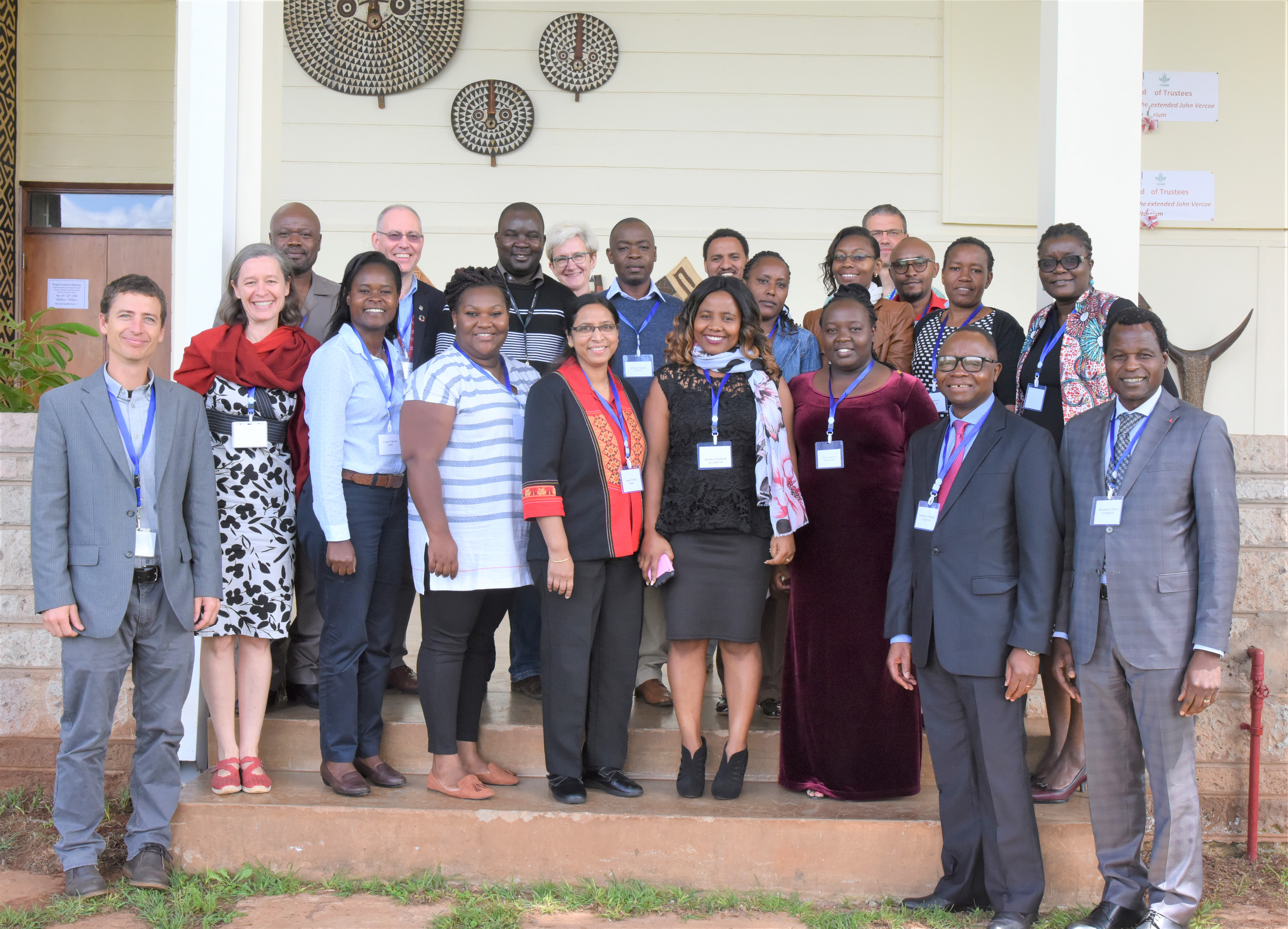 Participants take a group photo at the ILRI/FANRPAN project inception meeting