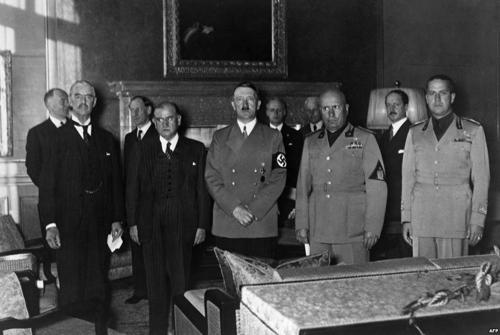 A konferencia főszereplői (balról jobbra): Chamberlain, Daladier, Hitler, Mussolini, Ciano.