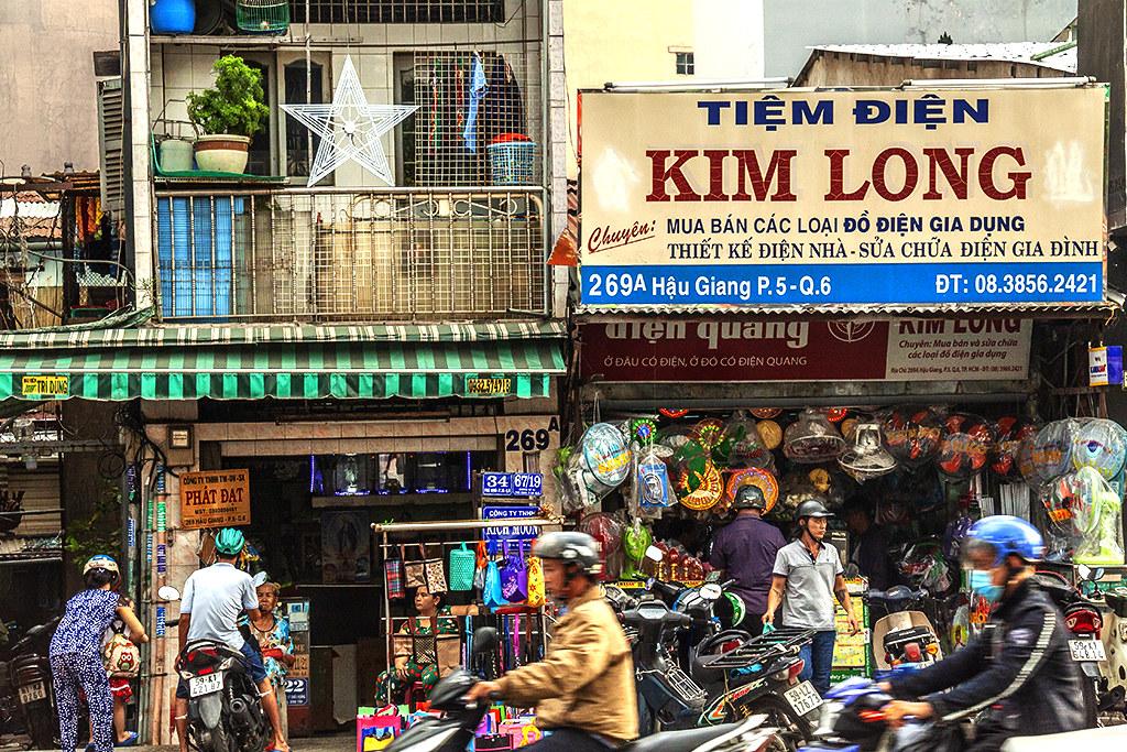 Hau Giang Street scene on 12-6-18--Saigon