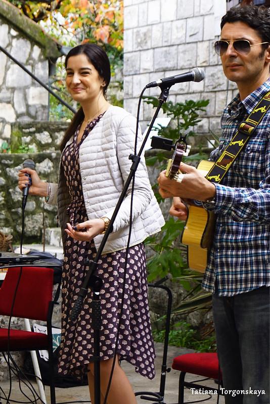 Выступление музыкантов на фестивале