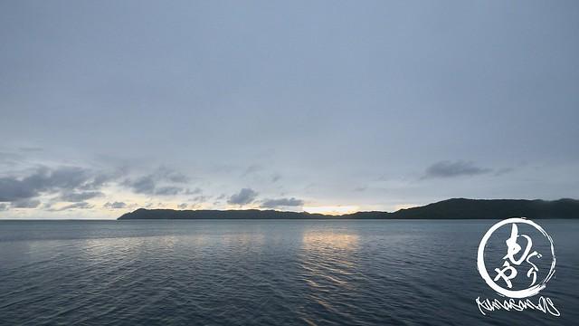 ダイビングが終わると雲に隠れた夕日。
