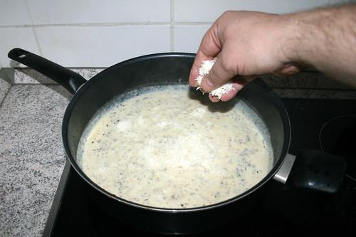 26 - Parmesan einstreuen / Intersperse parmesan