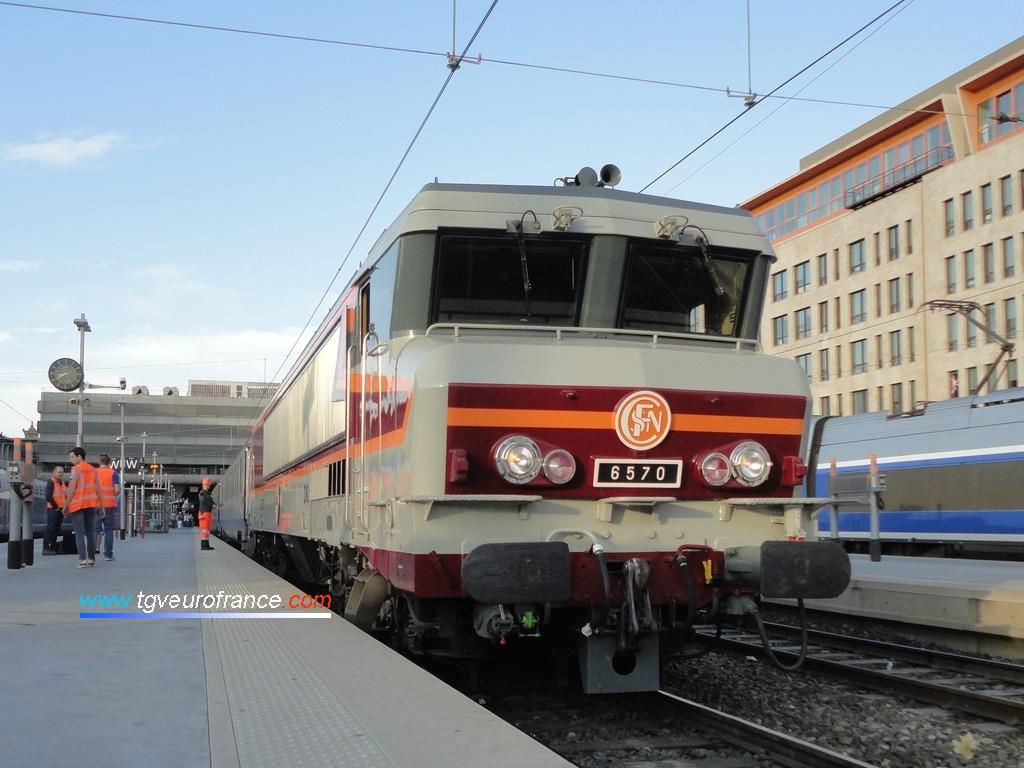 La locomotive électrique CC 6570 SNCF en gare de Marseille Saint-Charles