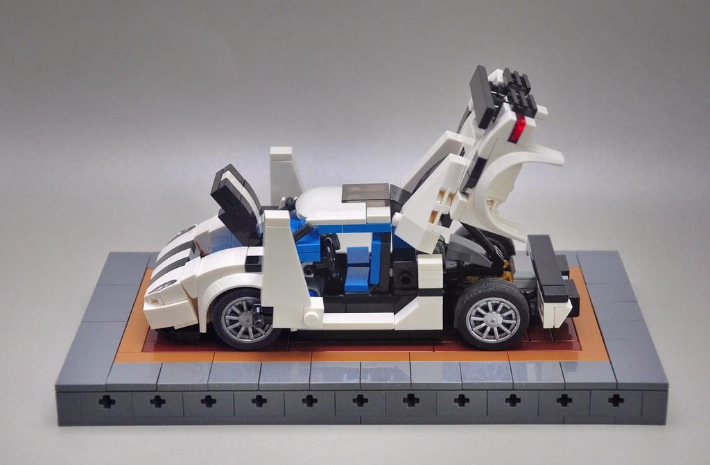 Koenigsegg Agera  (7-stud wide)