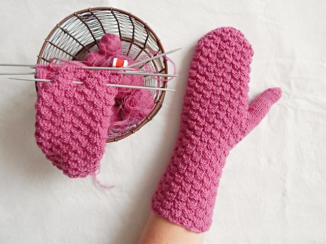Варежки в розовую клеточку | HoroshoGromko.ru
