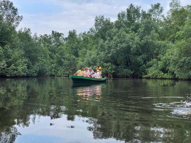 En canoa por los manglares de Malanza (Santo Tomé y Príncipe)