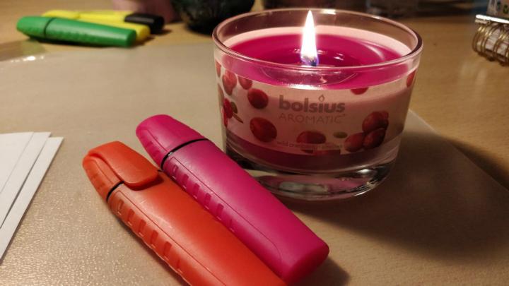 Een lichtpuntje in de blok met de kaarsen van Bolsius