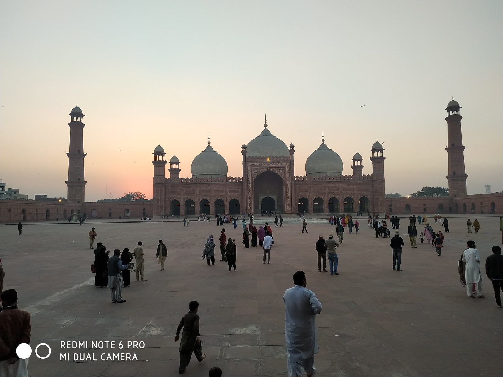 Badshahi Mosque Picture with AI mode on Xiaomi Redmie Note 6 Pro